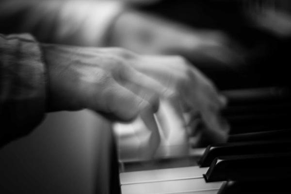 anna crexells al piano
